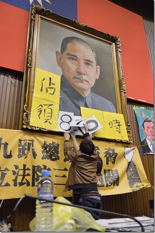 Occupy_Taiwan_Legislature_by_VOA_(8)